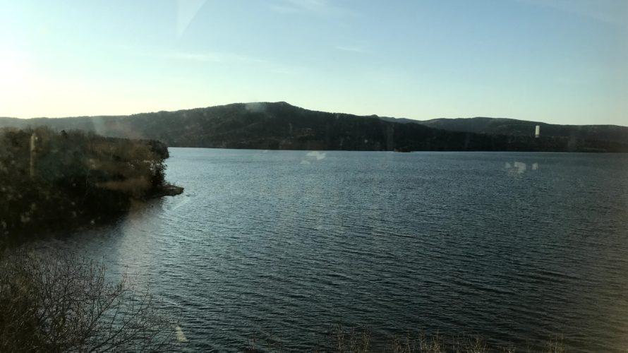 阿寒温泉阿寒湖悠久の里鶴雅と阿寒湖カナディアンカヌー上のコーヒー